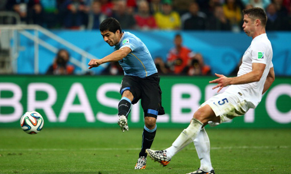 Luis Suarez of Uruguay scores his team's second goal against Gary Cahill of England during the 2014 FIFA World Cup Brazil Group D match between Uruguay and England at Arena de Sao Paulo on June 20, 2014 in Sao Paulo, Brazil. Photo: Getty Images