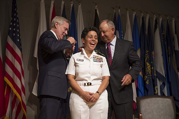 US Navy promotes 1st 4-star lady admiral