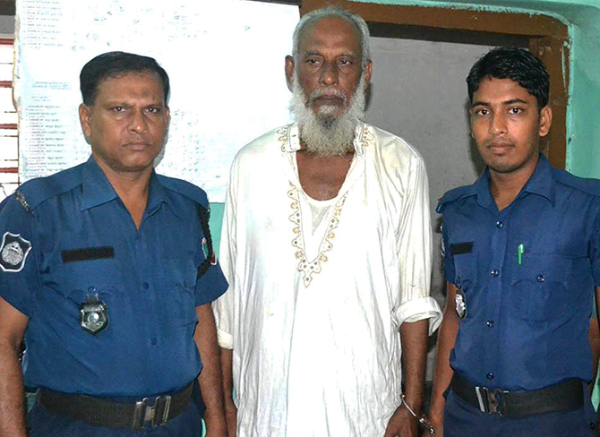 Law enforcers arrest accused war criminal Akram Hossain Khan (C) from Rajshahi on Friday. Photo: Star