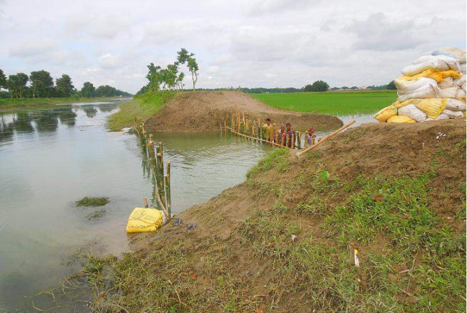 Water Development Board on Thursday started work to repair the breached portion of Nilphamari-Dinajpur branch canal under Teesta Irrigation Project at Dangapara village in Nilphamari Sadar upazila. But aman paddy of around 70 acres of land, flooded due to the onrush of water through the breach, is likely to be fully damaged as the work progresses at a snail's pace. PHOTO: STAR