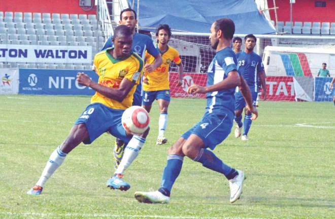 Sheikh Jamal's Haitian striker Wedson Anselme (L), who scored twice to take his tally to 26 goals, tries to outwit Sheikh Russel defender Rezaul Karim in their Bangladesh Premier League match at the Bangabandhu National Stadium yesterday.  PHOTO: STAR