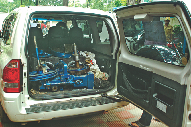 The machine parts and tools -- smuggled from Myanmar to set up an yaba factory in the capital -- are seen on an SUV at DMP media centre in the capital. Around 55,000 pieces of yaba pills along with these gears were transported by this car from Teknaf. Photo: Star