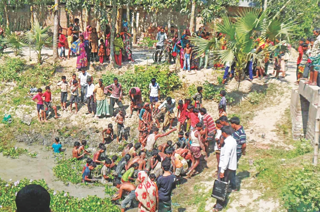 Locals dash into a pond in Ziapur village of Joypurhat after a boy found at least 60 SIM cards there yesterday morning. Throughout the day, they found several thousand SIM cards in the pond. Photo: Star