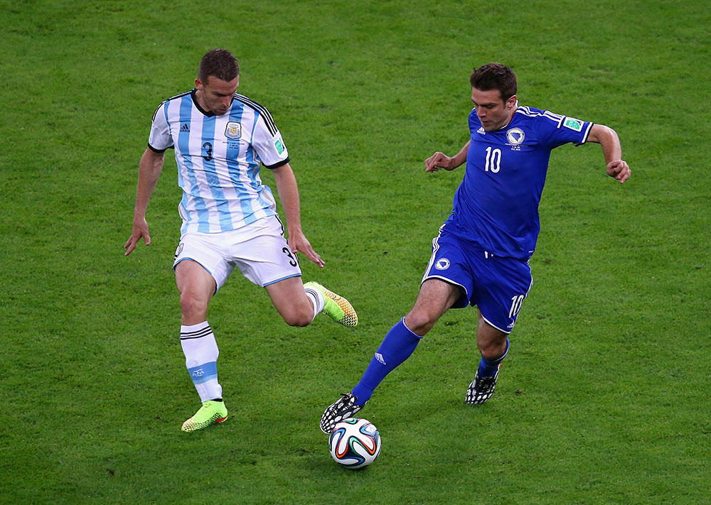 Zvjezdan Misimovic of Bosnia and Herzegovina controls the ball as Hugo Campagnaro gives chase during the 2014 FIFA World Cup Brazil Group F match between Argentina and Bosnia-Herzegovina at Maracana on June 15, 2014 in Rio de Janeiro, Brazil. Photo: Getty Images