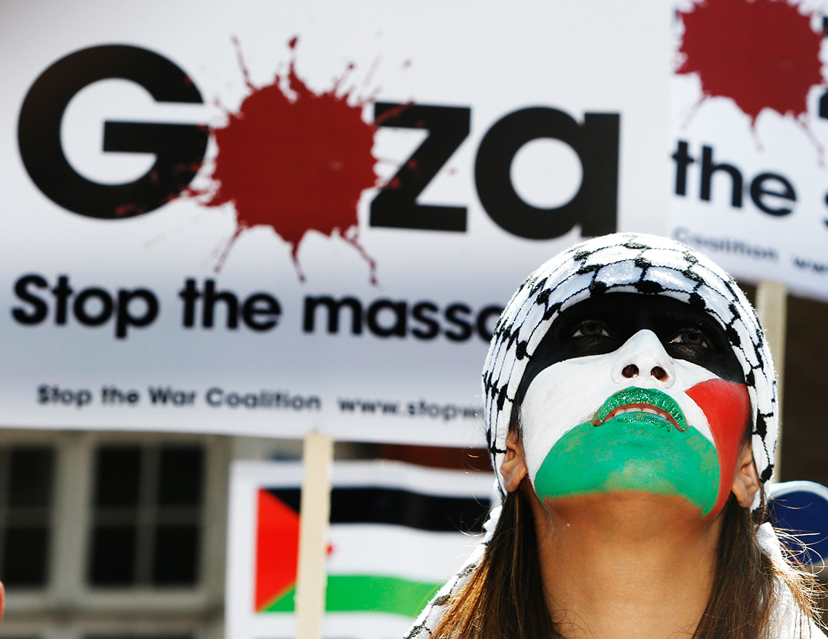 A demonstrator with face painted in the colours of the Palestinian flag protests outside the Israeli Embassy in west London July 26, 2014. Photo: Reuters