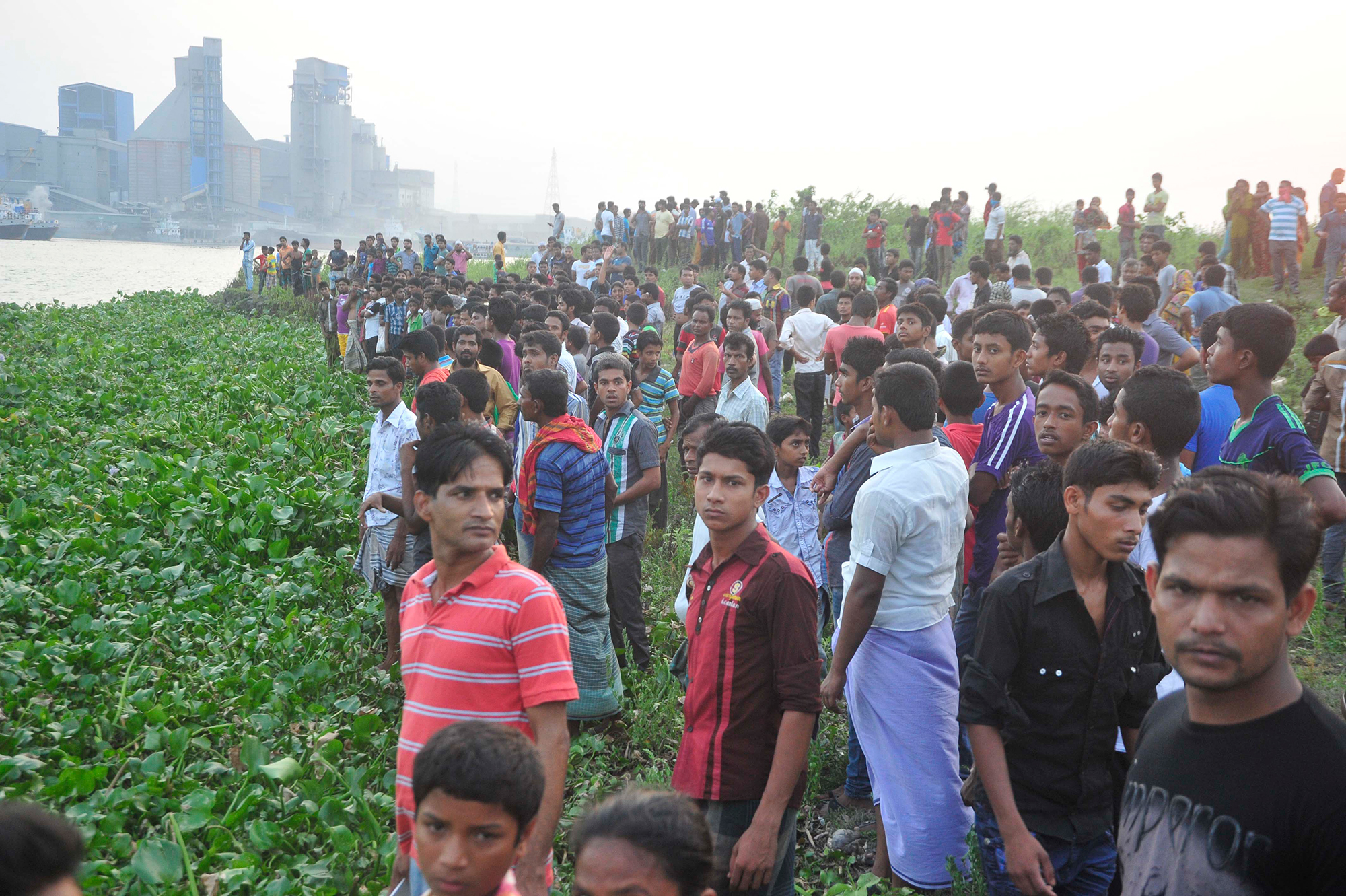 Locals gather on the back of the Shitalakkhya river to see recovery of the bodies of Narayanganj City Corporation panel mayor Nazrul Islam and six others from there on Wednesday and Thursday. Photo: Star
