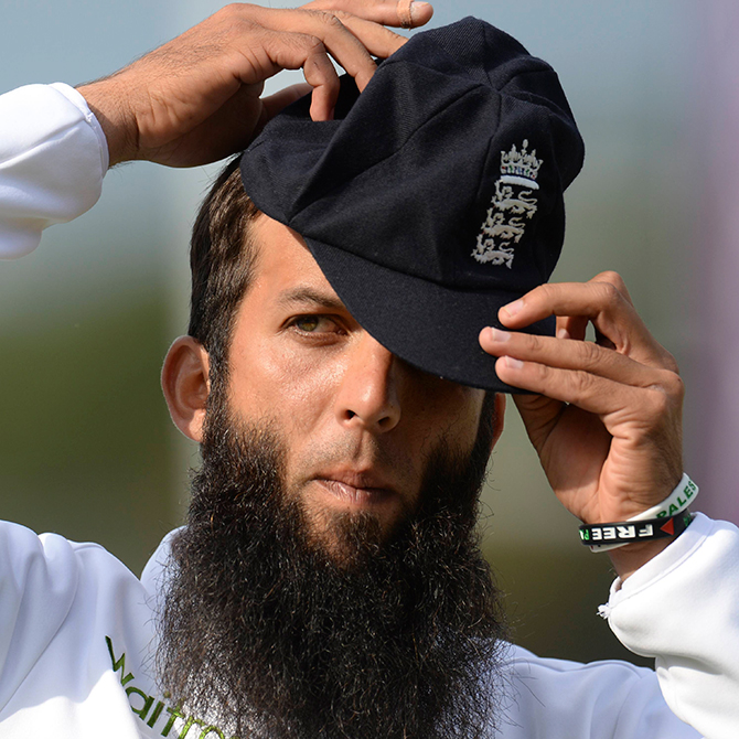 England's Moeen Ali wears wristbands supporting Gaza and Palestine during the third cricket test match against India at the Rose Bowl cricket ground in Southampton, England July 28, 2014. Photo: Reuters