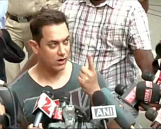 It's my duty to come out and vote, says Indian actor Aamir Khan after casting his ballot today. Photo taken from Hindustan Times.