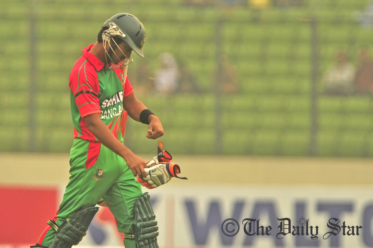 Anamul Haque (5) returning to the pavilion after falling in LBW trap. Photo: Firoz Ahmed