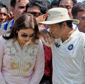 Sachin Tendulkar and his wife Anjali. this photo is taken from NDTV.