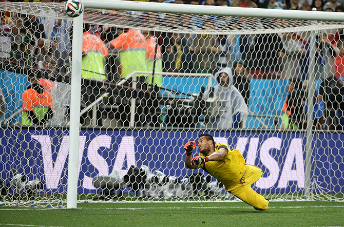 Goalkeeper of Argentina Sergio Romero stops the penalty kick by Wesley Sneijder of the Netherlands in the penalty shootout during the 2014 FIFA World Cup Brazil Semi Final match between Netherlands and Argentina at Arena de Sao Paulo on July 9, 2014 in Sao Paulo, Brazil. Photo: Getty Images