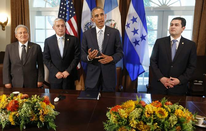 US President Barack Obama (2nd R) speaks to the media while he hosts a meeting with El Salvador's President Salvador Sanchez Ceren (L), Guatemala's President Otto Perez Molina (2nd L) and Honduras' President Juan Orlando Hernandez, to discuss the flow of undocumented migrants from their countries, in the Cabinet Room of the White House in Washington, July 25, 2014. Photo: Reuters