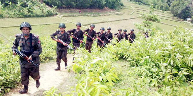 BGB troops patrol the Bangladesh-Myanmar border at Naikkhangchhari in Bandarban on Friday. Photo: Banglar Chokh