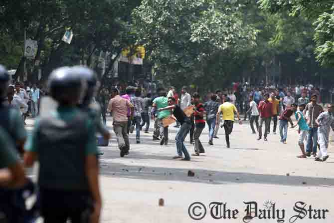 BNP activists and supporters hurl brick chunks to law enforcers during a clash after BNP Chairperson reached at a court premises in Dhaka around 1:05pm Wednesday in connection with Zia Orphanage and Zia Charitable Trust graft cases. Photo: Palash Khan