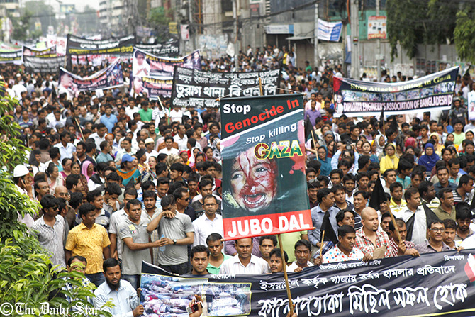 Leaders and activists of 20-party brings out a procession in Dhaka on Saturday protestng attacks on Gaza. Photo: Amran Hossain