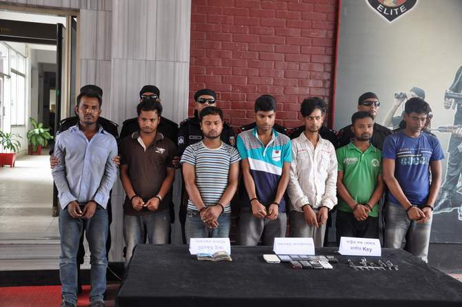 Rapid Action Battalion produce seven carjackers along with money, mobile phones and keys at a press briefing at Rab headquarters in the capital Saturday. Photo: Courtesy