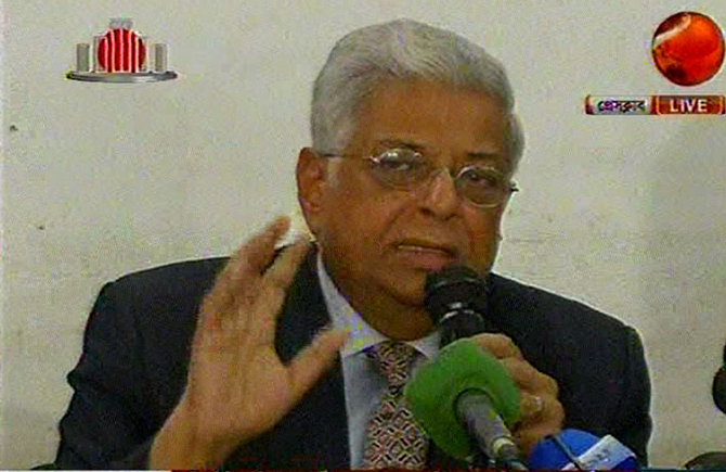 Former chief election commissioner ATM Shamsul Huda speaking at the press conference held on February 13, 2015, urging the government to take initiative to create a congenial atmosphere to hold dialogue and end political stalemate in the country. Photo: TV grab