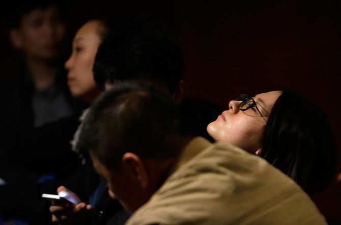 Family members of passengers aboard Malaysia Airlines flight MH370 wait for news from Malaysia Airlines at a hotel in Beijing, March 11, 2014. Photo: Reuters