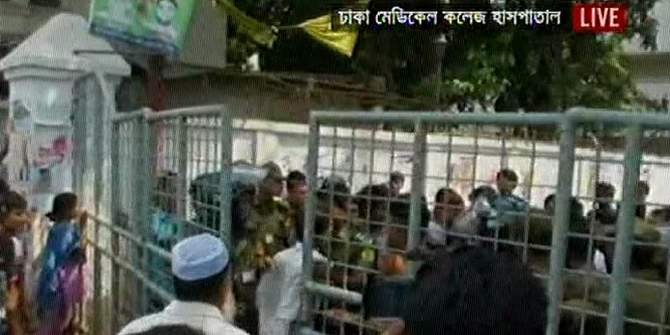 Intern doctors shut the entrance of emergency department of the Dhaka Medical College and Hospital today following a scuffle with Dhaka University students. Photo: TV grab