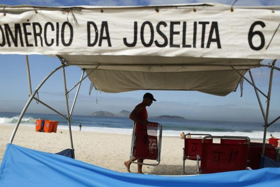 A man arranges beach chairs at his stall at Ipanema beach in Rio de Janeiro April 29, 2014. Photo: Reuters
