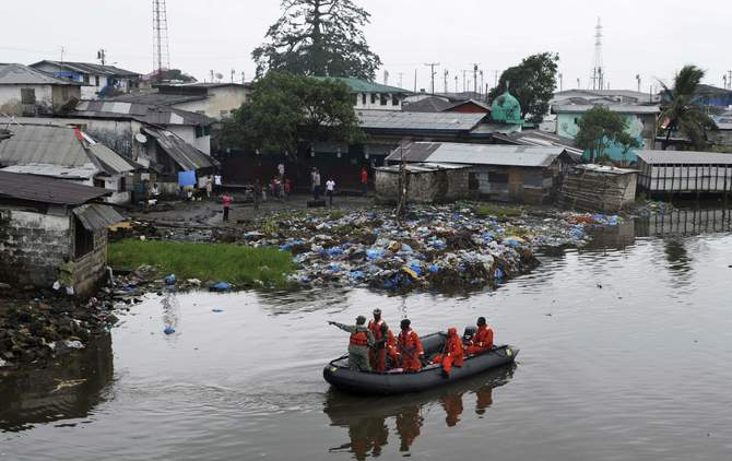 Liberian security forces patrol the waters around the Ebola quarantine area of West Point to stop residents crossing to the city centre of Monrovia August 24, 2014. Photo: Reuters