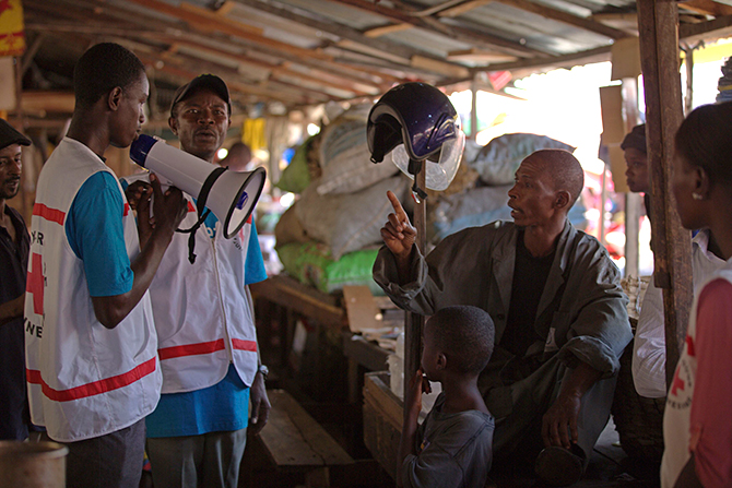 Workers from UNICEF and partners speak with families about how they can best protect themselves from the Ebola virus disease, at the Marche Niger, a market in Conakry, Guinea, courtesy of this UNICEF handout photograph taken March 31, 2014. Photo: Reuters