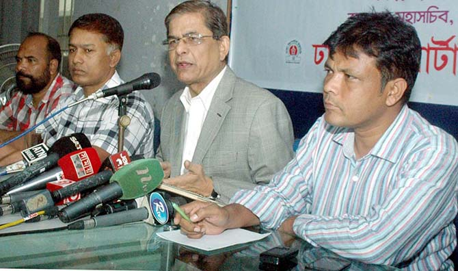 "BNP acting secretary general Mirza Fakhrul Islam Alamgir addresses a programme titled ""meet the reporters"" at Sagor-Runi auditorium of Dhaka Reporters' Unity at Shegunbagicha in Dhaka on August 20, 2014. Photo: Bangla Chokh"