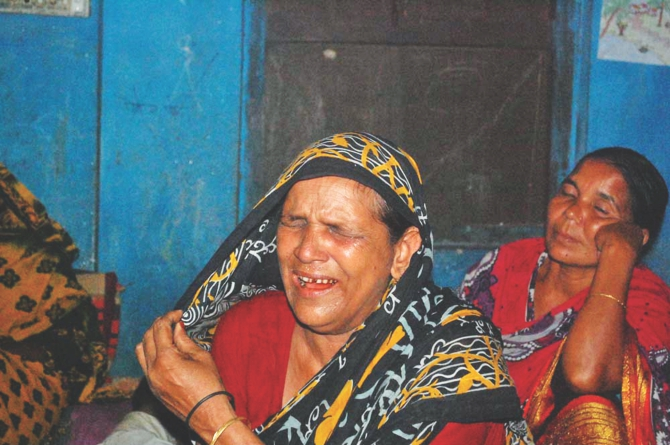 Family members grieving for Alauddin Mollik, 34, of Pabna as the two men along with Faruk Khan, 38, of Munshiganj were killed Monday in a construction site collapse in Malaysia where they went in hope of bettering their lives. Photo: Star