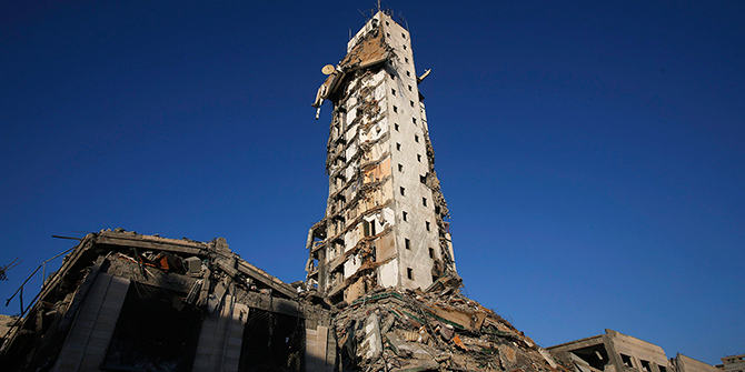 The remains of one of Gaza's tallest apartment towers, which witnesses said was hit by an Israeli air strike that destroyed much of it, are seen in Gaza City August 26, 2014. Photo: Reuters