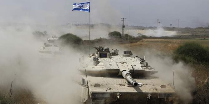 An Israeli soldier rides a tank after returning to Israel from Gaza August 5, 2014. Israel pulled its ground forces out of the Gaza Strip on Tuesday and started a 72-hour ceasefire with Hamas mediated by Egypt as a first step towards negotiations on a more enduring end to the month-old war. Photo: Reuters