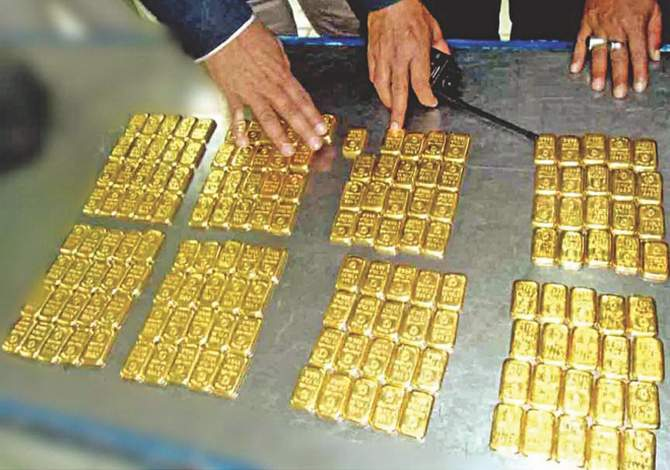 This November 27, 2013 Banglar Chokh photo shows 160 smuggled gold bars, weighing 27kg and worth about Tk 8 crore, seized by customs officials from a toilet bin of a flight from Malaysia, which arrived at Hazrat Shahjalal International Airport in the capital.