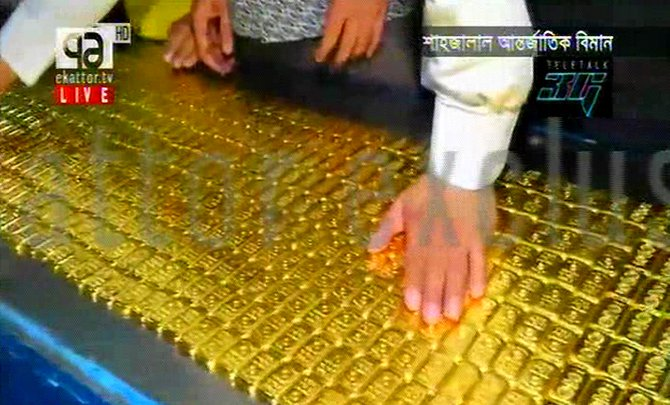 Customs officials are counting the glad bars after they recovered the smuggled precious metal from a toilet of a jetliner at the Hazrat Shahjalal International Airport in the capital on Saturday. Photo: TV grab