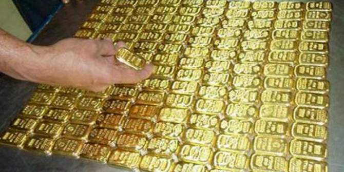 3 cops held in city, 149 gold bars seized