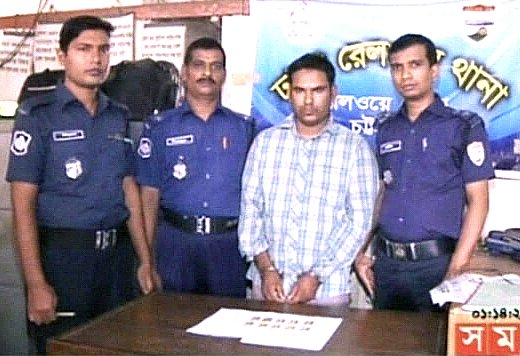 Railway police produce the detained a man and 10 gold bars which were seized from him at Kamalapur Railway Station in Dhaka Monday. Photo: TV grab