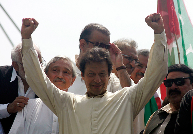Imran Khan, chairman of Pakistan Tehreek-e-Insaf (PTI) political party, gestures as he leads the Freedom March in Lahore in this file picture taken August 14, 2014. Photo: Reuters