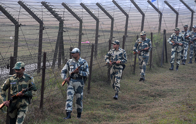 Indian Border Security Force (BSF) personnel patrol the border with Bangladesh near the Fulbari Border post, some 20kms from Siliguri on January 4, 2014. Photo: Getty Images