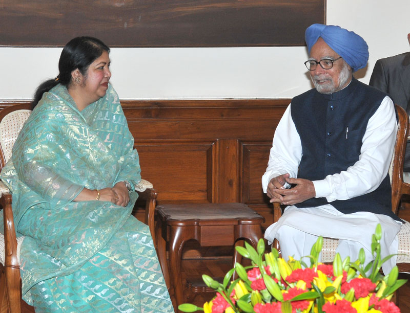 Bangladesh parliament's Speaker Shirin Sharmin Chaudhury calls on Indian Prime Minister Manmohan Singh in New Delhi today. Photo: PIB, India