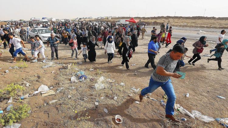 Iraqis fleeing from militants in Mosul head east toward the autonomous Kurdistan region. Photo: AP