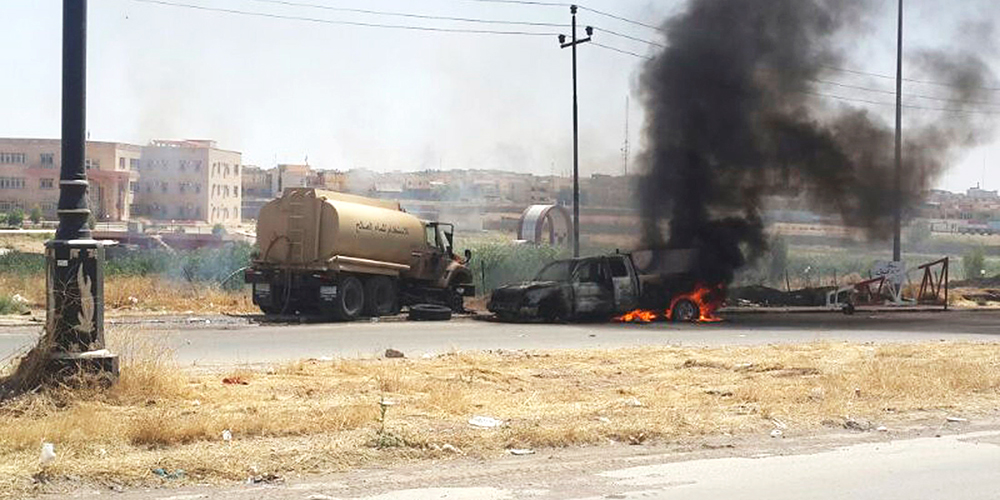 Burning vehicles belonging to Iraqi security forces are seen during clashes between Iraqi security forces and al Qaeda-linked Islamic State in Iraq and the Levant (ISIL) in the northern Iraq city of Mosul, June 10, 2014. Photo: Reuters