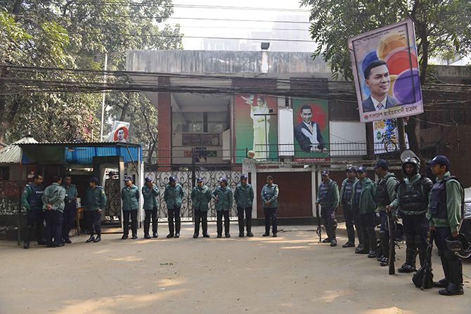 Food curb on Khaleda's office staff continues