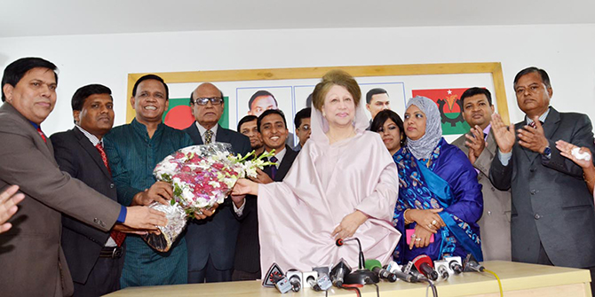 The newly elected Supreme Court Bar Association leaders call on BNP Chairperson Khaleda Zia at her Gulshan office in the capital Saturday evening. Photo: Press release