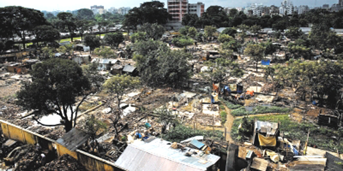 An overview of Korail Slum in Mohakhali of the capital. Photo: Star file