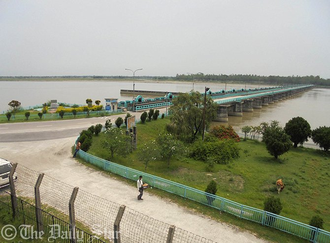Red alert was imposed at Teesta Barrage area due to heavy water current from upstream as all the gates of Indian Gajoldoba Barrage were kept open at Dowani village of Hatibandha upazila in Lalmonirhat on early Saturday. Photo: Star