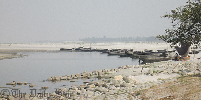 A view of the almost dried up Teesta river in Lalmonirhaat. Photo: Star