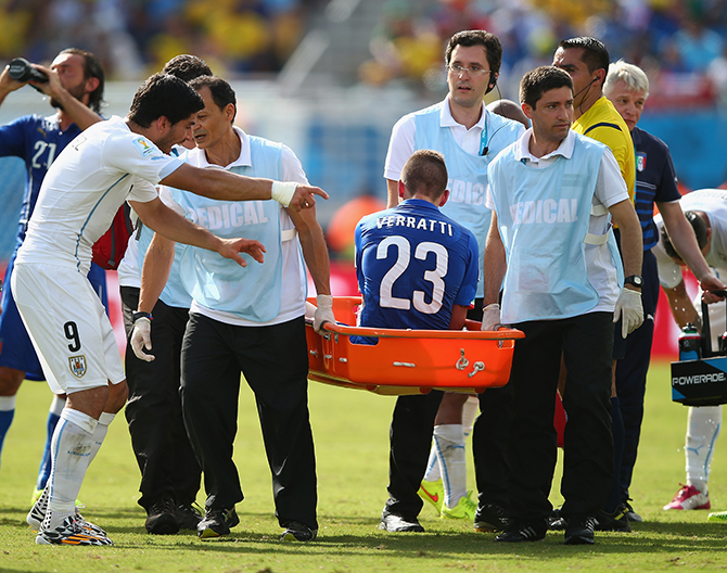 Luis Suarez of Uruguay (L) reacts as Marco Verratti of Italy is stretchered off the pitch during the 2014 FIFA World Cup Brazil Group D match between Italy and Uruguay at Estadio das Dunas on June 24, 2014 in Natal, Brazil. Photo: Getty Images