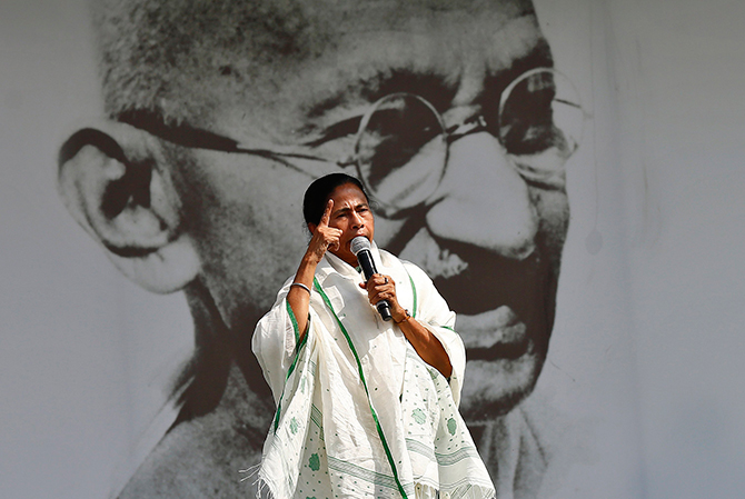 This Reuters photo taken on March 12, 2014 shows Mamata Banerjee, chief minister of the eastern Indian state of West Bengal and Trinamool Congress (TMC) chief, addressing her supporters in front of a portrait of Mahatma Gandhi during a rally ahead of the 2014 general elections, in New Delhi. Photo: Reuters