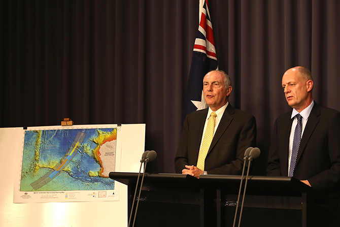 Deputy Prime Minister Warren Truss (L) addresses announcing a new search zone for missing Airlines Flight MH370 on June 26, 2014 in Canberra, Australia. In a joint announcement from the Australian, Malaysian and Chinese governments, Truss has announced a redefined search area for missing Airlines Flight MH370. Photo: Getty Images