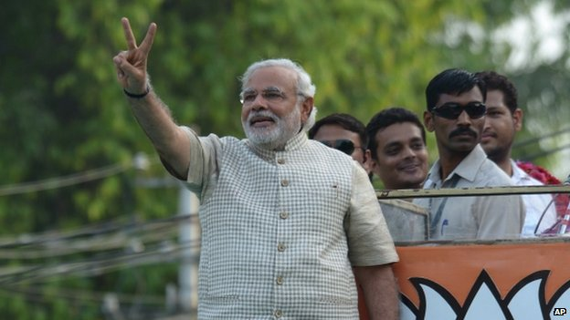 BJP leader Narendra Modi shows victory sign. Photo: AP
