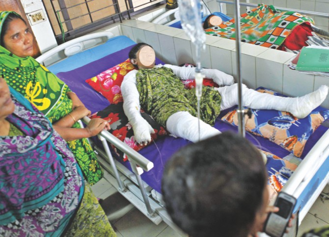 Popy Akter, 17, her mother Selina, 40, and brother Anik, 12, are fighting for their lives at the burn unit of Dhaka Medical College Hospital. Popy and Selina's faces have been hidden to spare readers from the gory wounds. Photo: STAR