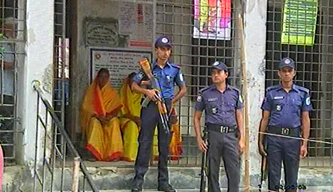 The election athorities have deployed a considerable ammount of law enforcers during the Narayanganj 5 by-polls on Thursday. Photo: TV grab